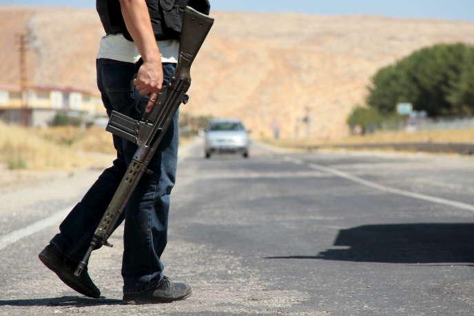 Un membre des forces de sécurité turques, près deDiyarbakir, en Turquie, en 2015.