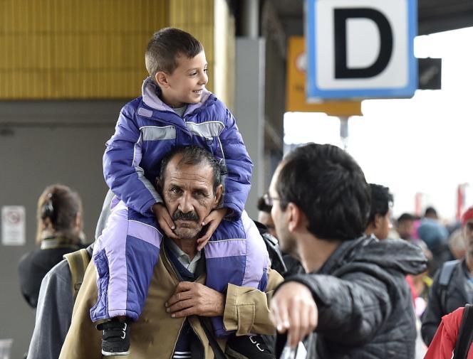Arrivée de migrants en gare de Dortmund, en Allemagne, dimanche 6 septembre.