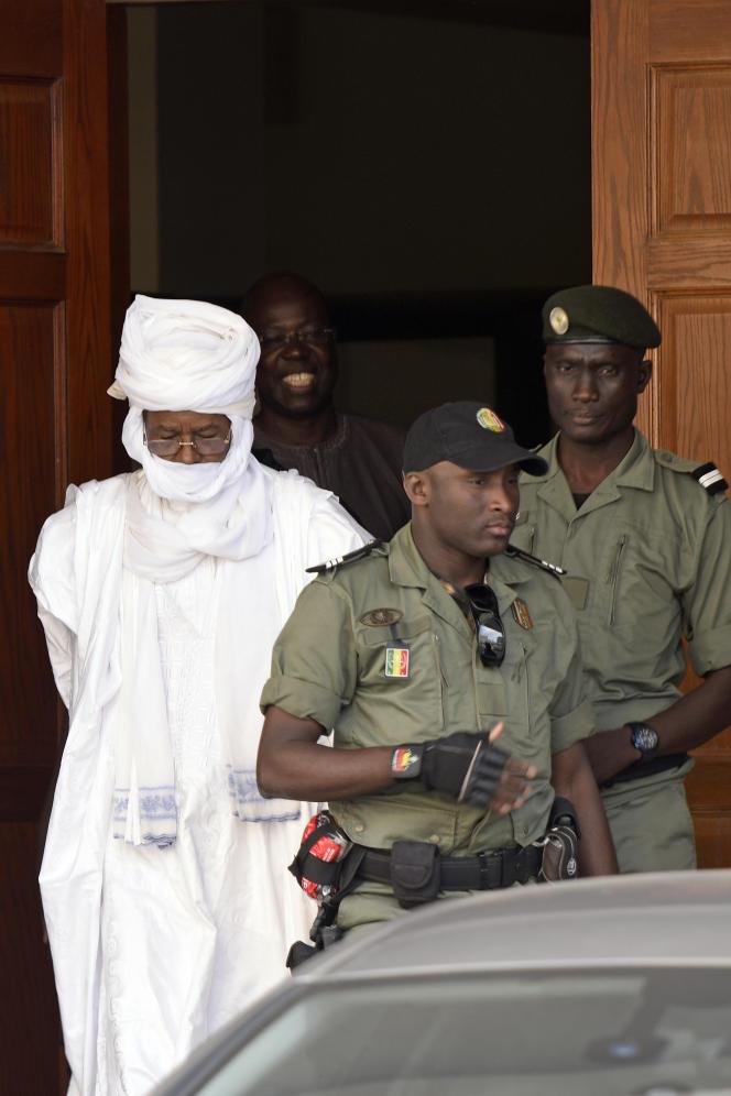 L'ancien dictateur tchadien Hissène Habré à la sortie du tribunal de Dakar le 3 juin 2015.