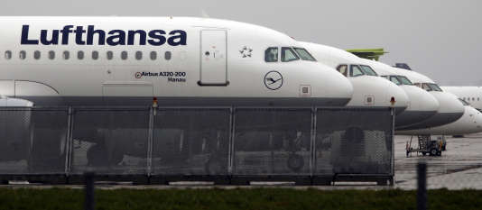 Lufthansa a qualifié cet appel à la grève d'« incompréhensible » eta appelé dans un communiqué à la reprise de discussions.