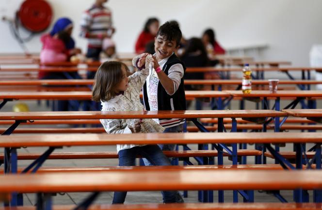 Des enfants dans un centre d'accueil de réfugiés à Hamm, en Allemagne.
