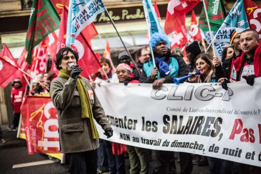 Créé en 2010, le collectif Clic-P manifestait déjà contre le travail le dimanche en décembre 2014. Ici dans les rues de Paris.