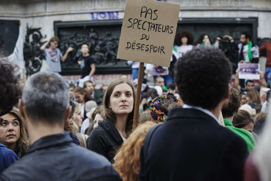 """Manifestion pour les migrants à l'intiative du mouvement citoyen """"Pas en mon nom"""" , Place de République à Paris le 5 septembre 2015"""