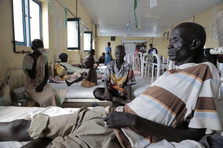 Dans cet hôpital du Sud-Soudan, à Agok, plusieurs patients sont traités pour des morsures de serpents. Certains, pris en charge trop tard, ont dû être amputés