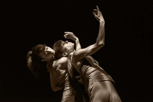 "Sylvie Guillem et Emanuela Montanari (Ballet de La Scala) dans la chorégraphie ""Here & After"" (création 2015) pour le spectacle ""Life in Progress""."