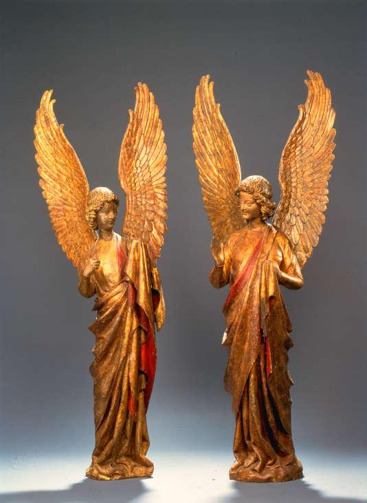 """Des anges dits """"de Saudemont"""" (Nord de la France), vers 1270-1300, en bois et polychromie,au Musée des beaux-arts d'Arras."""