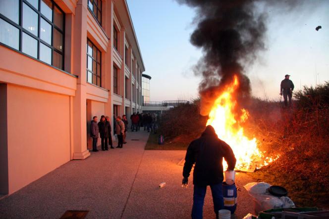 Occupation de l'usine textile Descamps-Béra de Noyelle-sur-Selle (Nord), 2006.