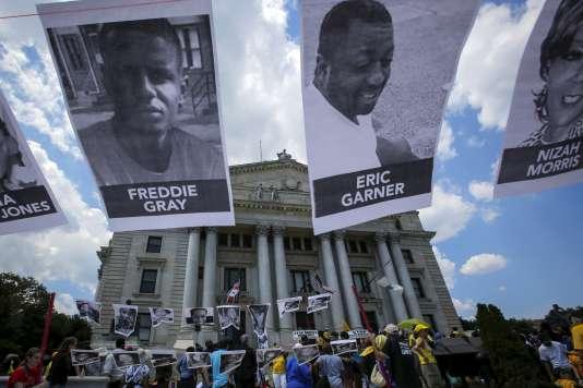 Marche contre les brutalités policières, les injustices raciales et les inégalités économiques à Newark (New Jersey), le 25 juillet 2015.