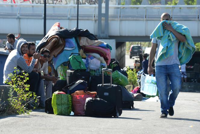 Des migrants sahraouis ont trouvé refuge sur le pont Saint-Jean, à Bordeaux, le 29 juin.