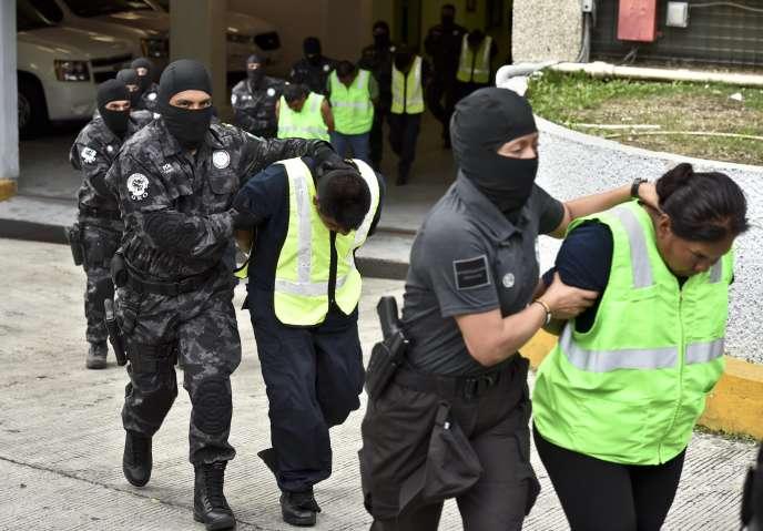 Arrestation en octobre 2014 des 27 policiers municipaux d'Iguala impliqués dans la disparition des étudiants.