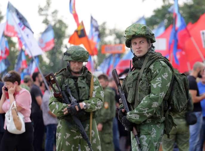 Des séparatistes prorusses dans la république autoproclamée de Donetsk, le 7septembre.