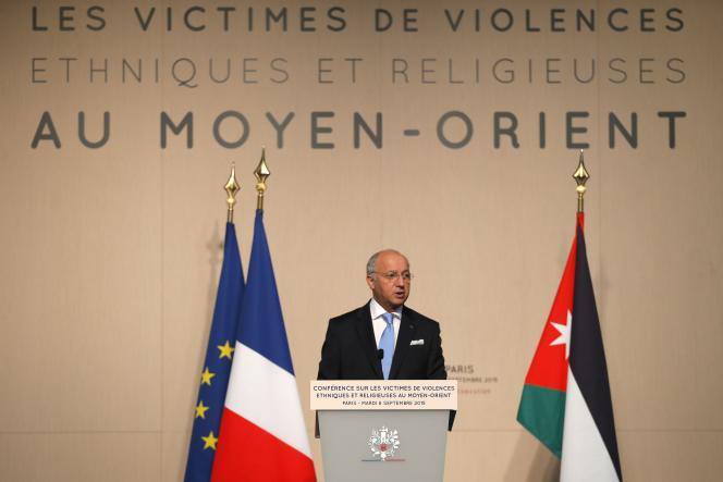 Le ministre français des affaires étrangères, Laurent Fabius, le 8 septembre à Paris, lors de la conférence internationale sur les victimes de l'organisation de l'Etat islamique .