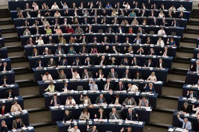 A Strasbourg, les élus français ne votent pas pour les idées qu'ils défendent à Paris concernant la surveillance d'Internet.