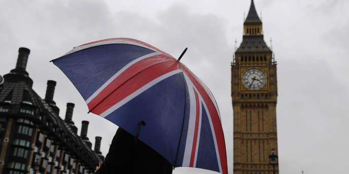 Devant le palais de Westminster, à Londres, où siège le Parlement britannique.