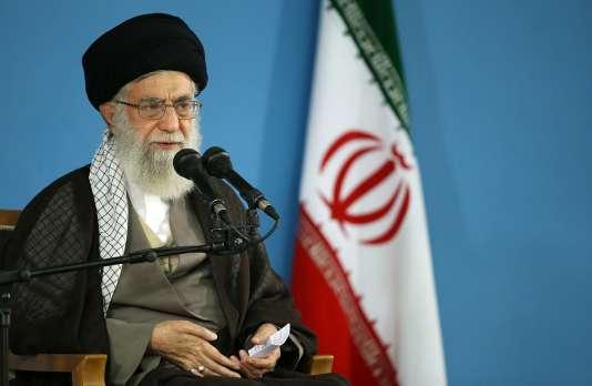 « Le peuple iranien a mis à la porte ce satan, il ne faut pas le laisser entrer par la fenêtre », a déclaré l'ayatollah Ali Khamenei.