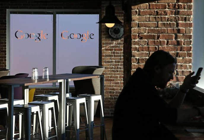 Dans le café Google du siège de Washington. Via Google.org, l'aile philanthropique du moteur de recherche, le géant américain se montre très intéressé par le projet de Nicolas Hazard de restaurant social
