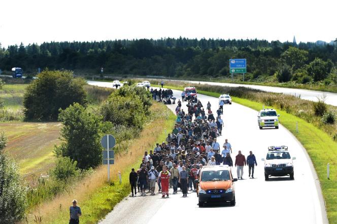 La police danoise a par ailleurs fermé le 9septembre une partie de l'autoroute qui traverse Padborg, afin d'assurer la sécurité de trois cents migrants qui tentaient de rejoindre la Suède à pied.