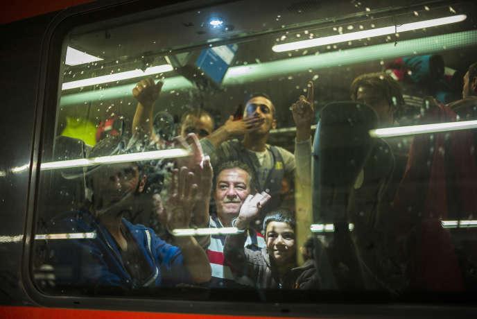 Les réfugiés dans le train de Vienne pour Munich.