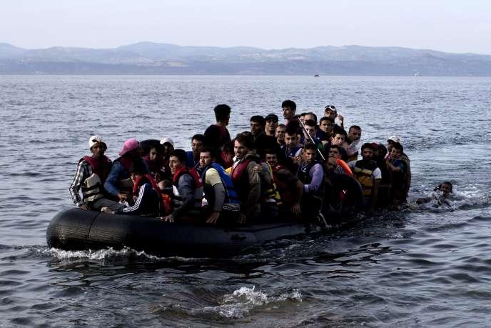 Des réfugiés arrivent sur les côtes de Lesbos, en Grèce, le 9 septembre 2015.