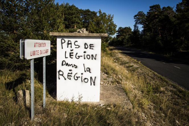 Un tag aux abords du camp militaire, à La Cavalerie (Aveyron).