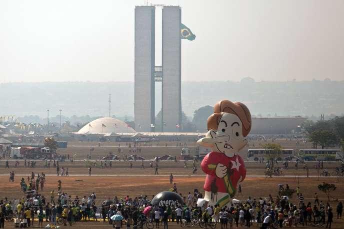 Un ballon gonflable caricaturant Dilma Rousseff lors de la parade du Jour de l'indépendance à Brasilia, le 7 septembre.