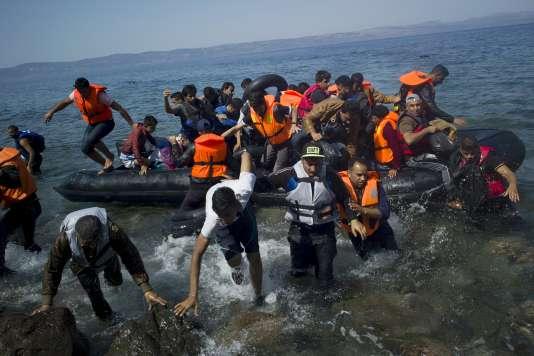 Des migrants arrivent sur l'île de Lesbos, en Grèce, le 10 septembre.