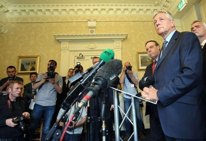 Peter Robinson lors de l'annonce de sa démission, jeudi.
