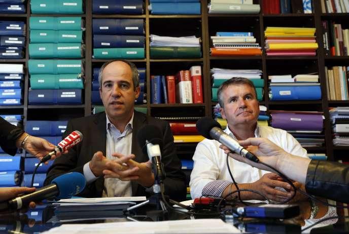 Paul François et son avocat François Lafforgue (à gauche), lors d'une conférence de presse à Paris, jeudi 10 septembre, après l'arrêt de la Cour d'appel de Lyon.