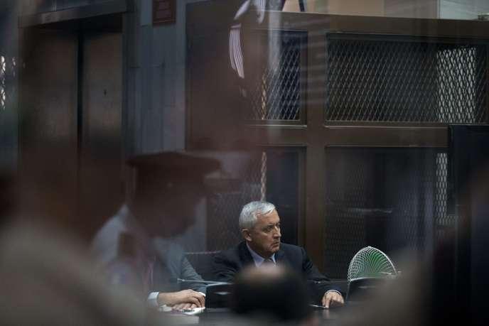 Otto Pérez Molina, entendu par un tribunal de Guatemala, le 8septembre.
