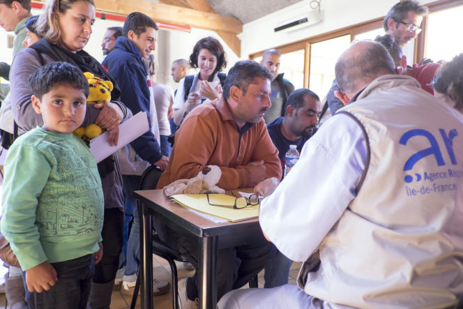 Au centre de séjours de l'île de loisirs de Cergy lors de l'accueil des premiers réfugiés en provenance d'Allemagne.