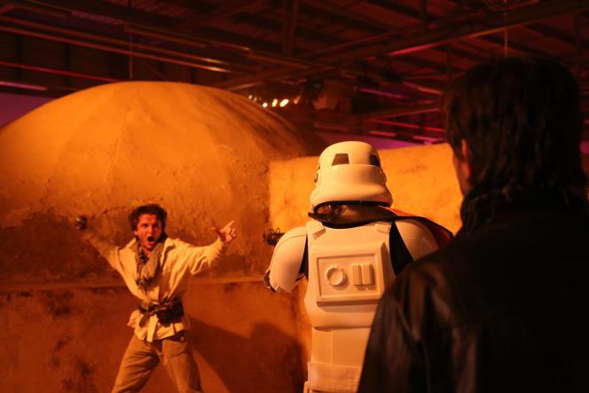 Un rebelle tente de résister à l'oppression des Stormtroopers.