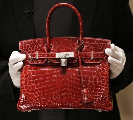 Le prix du sac « Birkin » oscille entre 6 000 euros et plus de 20 000 euros pour les versions en peaux exotiques.