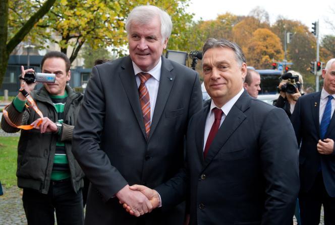 Le leader de la CSU Horst Seehofer  avec le premier ministre hongrois Viktor Orban; à Munich, le 6 novmebre 2014.