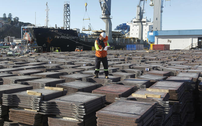 Cargaison de cuivre sur le port de Valparaiso (Chili).
