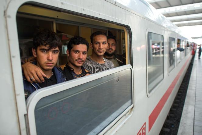 Des réfugiés afghans à la gare centrale de Munich, le 11 septembre.
