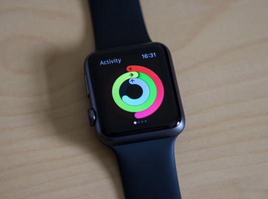 """Les capteurs embarqués dans des bracelets, des montres, des pèse-personnes, etc., sont comme des """"mouchards"""" qui enregistrent toutes les activités de leur utilisateur."""