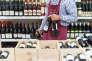 Bouteilles de vin.    distribution, boisson, alcool