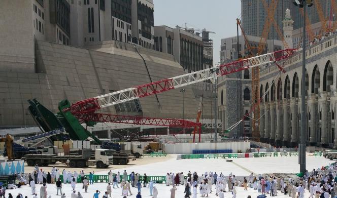 Le 11 septembre, une grue s'est écrasée sur la Grande Mosquée de La Mecque, faisant plus de cent victimes.