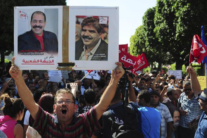 Un millier de Tunisiens ont manifesté samedi dans le calme contre un projet de loi controversé d'amnistie des délits de corruption, malgré l'interdiction des autorités de tout rassemblement en raison de l'état d'urgence.