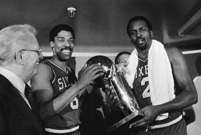 Moses Malone en mai 1983 (à droite).