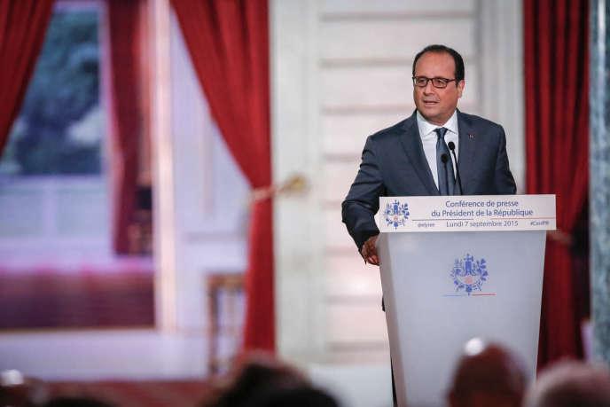 François Hollande a confirmé, lundi 7septembre, que les Français aux revenus les plus faibles paieraient moins d'impôts en2016 ou n'en paieraient plus du tout. Selon lui, «plus de 2milliards d'euros seront consacrés» à cette baisse d'impôt et elle concernera «8millions de foyers».