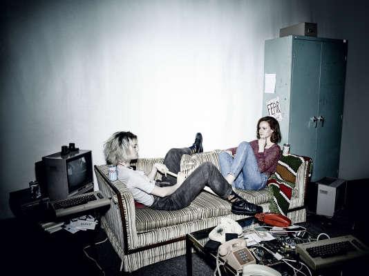 Mackenzie Davis est Cameron Howe et Kerry Bishe, Donna Clark.