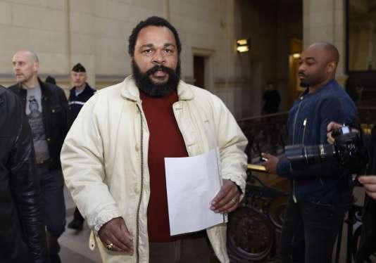 Dieudonné en mars 2015 au tribunal de Paris, lors du procès d'Alain Soral.