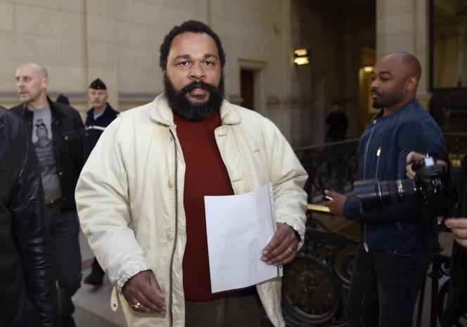 Dieudonné M'bala M'bala au palais de justice de Paris en 2015.