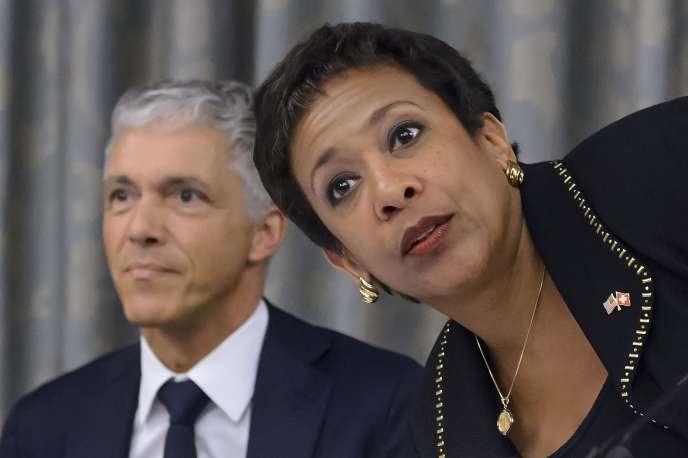 Le procureur suisse Michael Lauber et la ministre de la justice américaine Loretta Lynch, en septembre 2015.