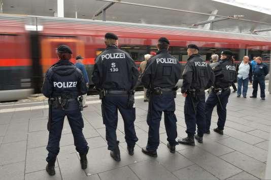 La police autrichienne dans la gare de Salzbourg le 14 septembre.