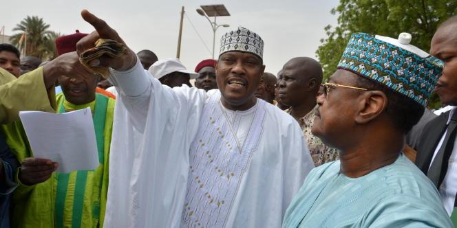 Hama Amadou (au centre) lors d'une manifestation de l'opposition et l'ancien premier ministre Seini Oumarou lors d'une marche de l'opposition à Niamey en juin 2014.