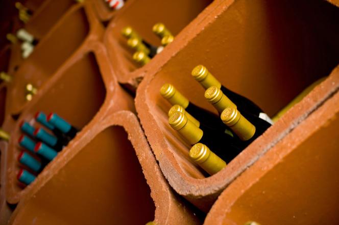 Quand on dispose de peu d'espace, on peut commencer par quelques casiers et une petite sélection de bouteilles bien choisies.