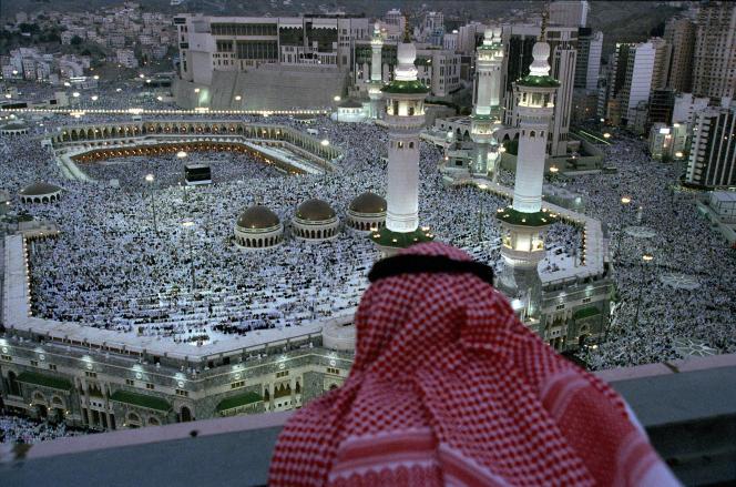 La grande mosquée de La Mecque vue d'un gratte-ciel voisin.