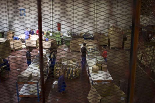 Plus de 300 universitaires et une vingtaine d'associations ont signé une pétition réclamant la mise en place d'« un droit du travail pénitentiaire tenant compte des spécificités carcérales ».